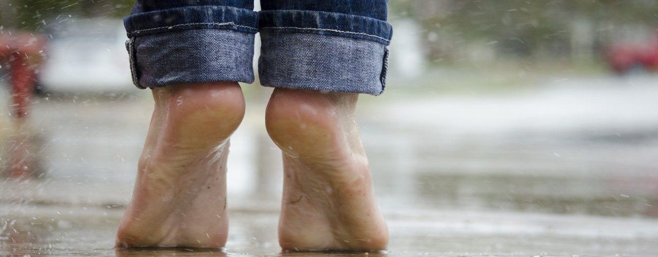 Dikke voeten en enkels: Waarom houd je vocht vast en hoe kom je er vanaf?
